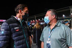 James Barclay, Team Director, Panasonic Jaguar Racing, Zak Brown, McLaren, sur la grille