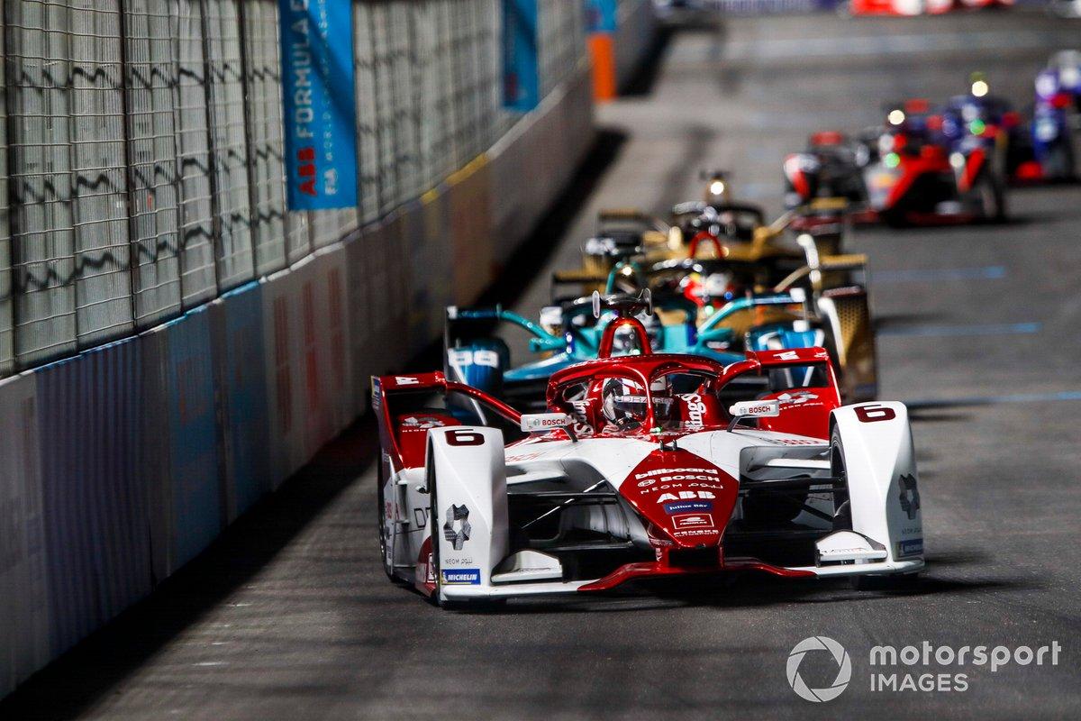Nico Muller, Dragon Penske Autosport, Penske EV-4, por delante de Tom Blomqvist, NIO 333, NIO 333 001, y Jean-Eric Vergne, DS Techeetah, DS E-Tense FE20