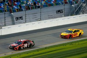 Christopher Bell, Joe Gibbs Racing, Toyota Camry Bass Pro Shops, Joey Logano, Team Penske, Ford Mustang Shell Pennzoil