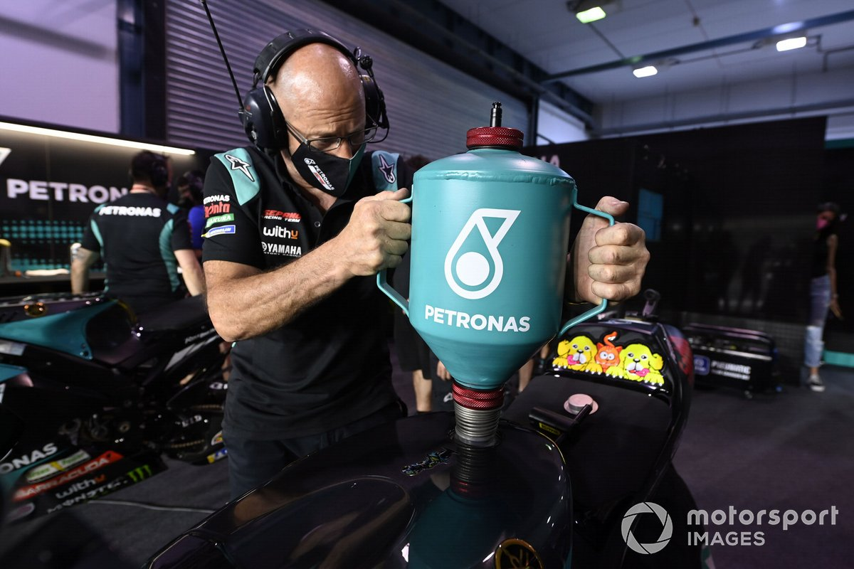 Petronas Yamaha SRT member refuels the bike