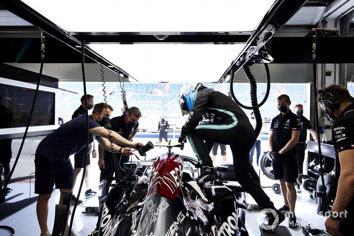 Valtteri Bottas, Mercedes, entra nella sua monoposto