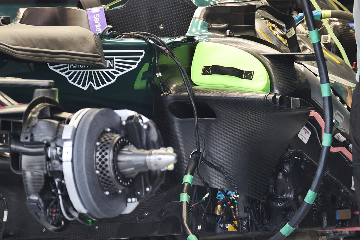 Aston Martin AMR21 detay