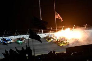 Joey Logano, Team Penske, Ford Mustang Shell Pennzoil, Kyle Busch, Joe Gibbs Racing, Toyota Camry M&M's