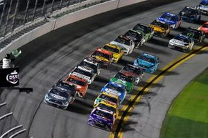 Kevin Harvick, Stewart-Haas Racing, Ford Mustang Busch Light #TheCrew, Denny Hamlin, Joe Gibbs Racing, Toyota Camry FedEx