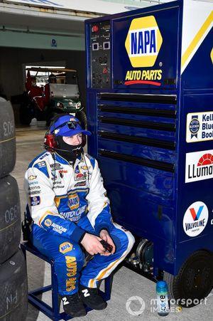 Chase Elliott, Hendrick Motorsports, Chevrolet Camaro NAPA Auto Parts, crew members
