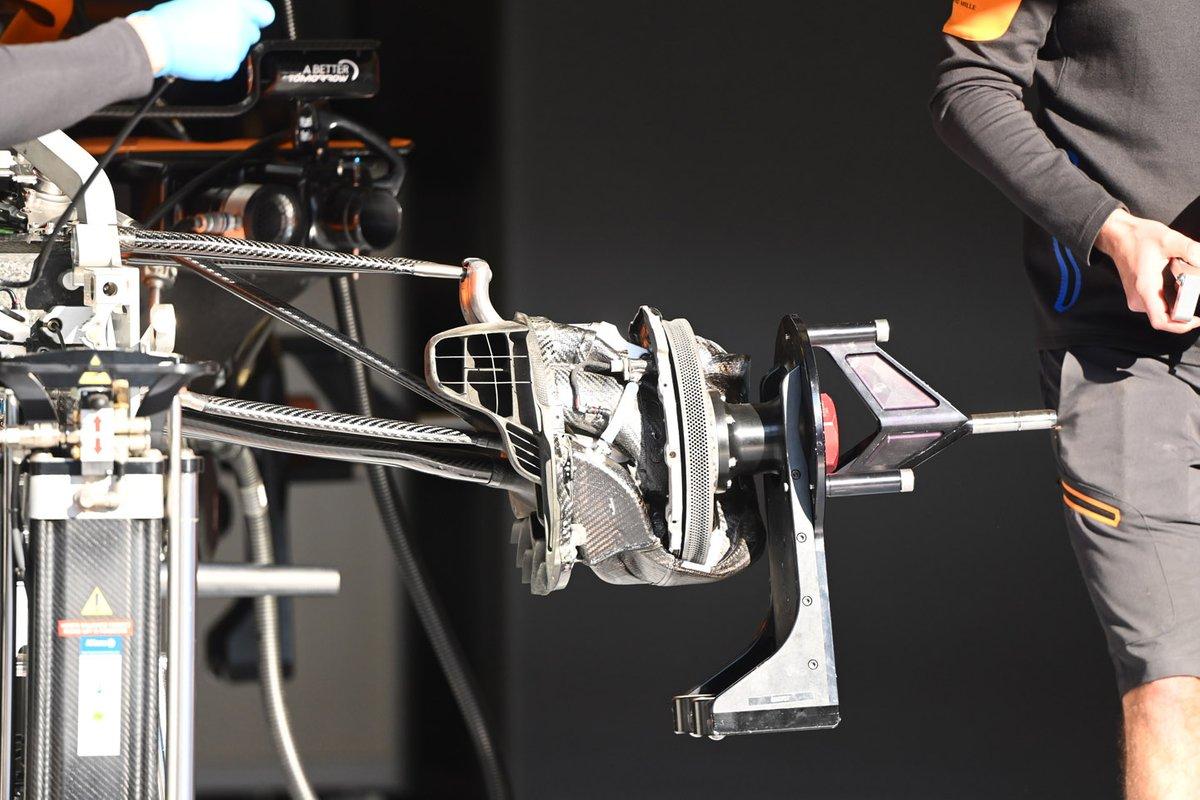 Detalhe do freio dianteiro do MCL35 da McLaren
