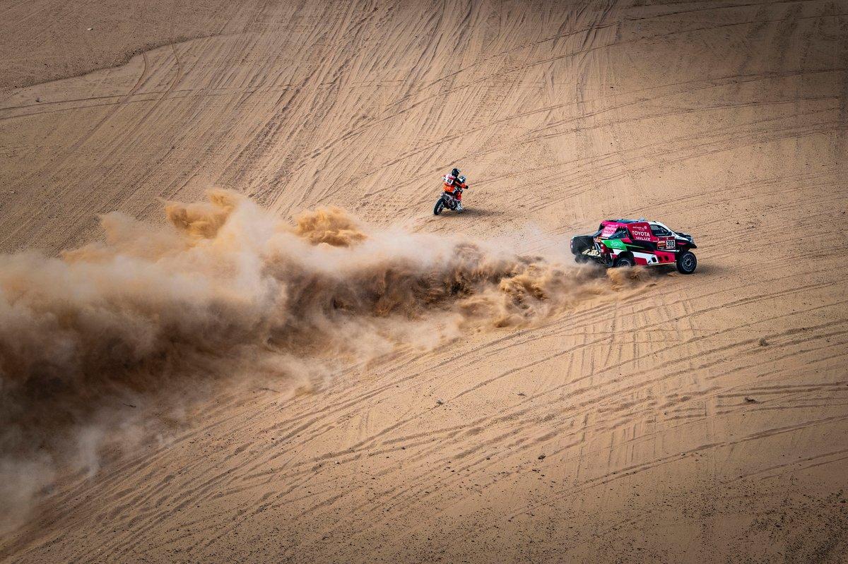 #48 Nomade Racing Assistance KTM: Mathieu Doveze, #303 Overdrive Toyota: Yazeed Al Rajhi, Dirk Von Zitzewitz