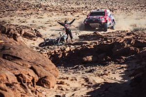 #301 Toyota Gazoo Racing: Nasser Al-Attiyah, Matthieu Baumel. #102 Team Baines Rally KTM: Sara Jugla