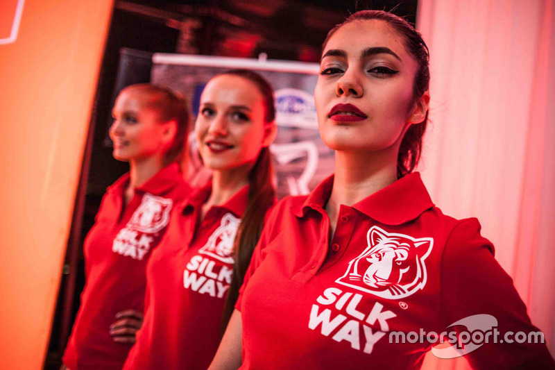 Chicas Silk Way Rally
