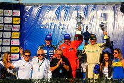 Podio: ganador de la carrera Eddy Mión, segundo lugar Rodrigo Aramendía y tercer lugar Jorge Pontet