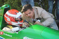 Markus Bosshard in Cockpit Reynard 93D-Cosworth un Robin Faustini