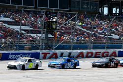 Jeff Green, Toyota; Daniel Suarez, Joe Gibbs Racing, Toyota; J.J. Yeley, Toyota