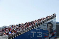 Huge crowds and a huge poster of Daniil Kvyat, Scuderia Toro Rosso