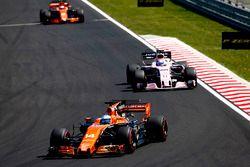 Fernando Alonso, McLaren MCL32, Sergio Perez, Sahara Force India F1 VJM10, Stoffel Vandoorne, McLare