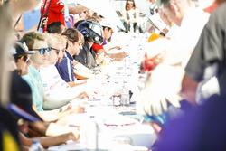 Nicolas Prost, Renault e.Dams, firma autografi ai fan