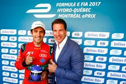 Lucas di Grassi, ABT Schaeffler Audi Sport, receives the Julius Bar Pole Position award