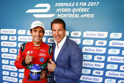 Lucas di Grassi, ABT Schaeffler Audi Sport, reçoit la récompense Julius Bar Pole Position