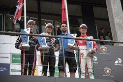Podium : le vainqueur Lando Norris, Carlin Dallara F317 - Volkswagen, le deuxième Joel Eriksson, Motopark Dallara F317 - Volkswagen, le troisième Guan Yu Zhou, Prema Powerteam, Dallara F317 - Mercedes-Benz