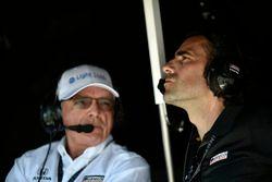 Mike Hull, Chip Ganassi Racing Managing Director, Dario Franchitti