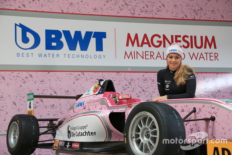 El F4 de Sophia Flörsch de Mücke Motorsport rodó en 2017 en rosa, también por BWT...