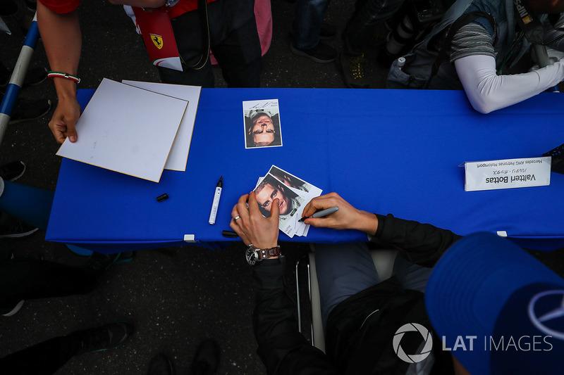 Valtteri Bottas, Mercedes AMG F1, autograph cards
