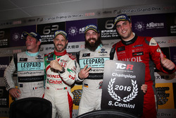 Press Conference: Champion Stefano Comini, Leopard Racing, Volkswagen Golf GTI TCR; Jean-Karl Vernay, Leopard Racing, Volkswagen Golf GTI TCR; Tiago Monteiro, West Coast Racing, Honda Civic TCR; Pepe Oriola, Craft Bamboo Racing, SEAT León SEQ