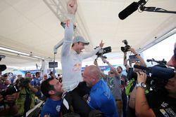 Andreas Mikkelsen, Volkswagen Motorsport celebra la victoria