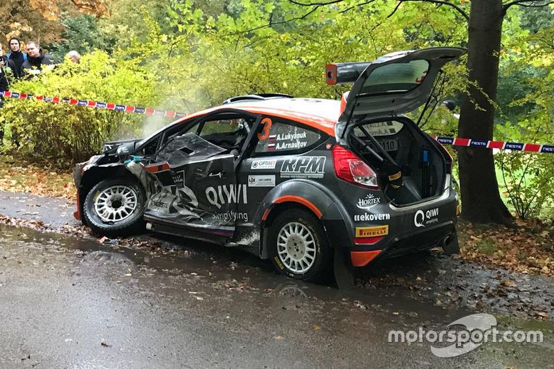 Ford Fiesta R5 Алексея Лукьянюка после аварии на шестом спецучастке