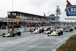 Ronnie Peterson, Lotus 72D Ford és Peter Revson, McLaren M23 Ford