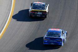 Kevin Harvick, Stewart-Haas Racing Chevrolet, Aric Almirola, Richard Petty Motorsports Ford