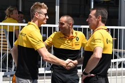 Nico Hulkenberg, Renault Sport F1 Team y Cyril Abiteboul, Renault Sport F1 Director
