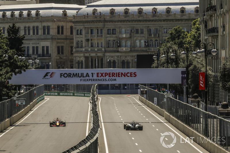 Valtteri Bottas, Mercedes-Benz F1 W08, Daniel Ricciardo, Red Bull Racing RB13