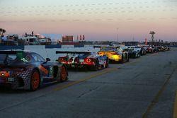 Les voitures sont prêtes pour les essais de nuit