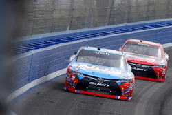 Кайл Буш, Joe Gibbs Racing Toyota и Эрик Джонс, Joe Gibbs Racing Toyota