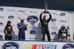 Ganador de la carrera Rubén Rovelo, HOSpeedRacing celebra en el podio