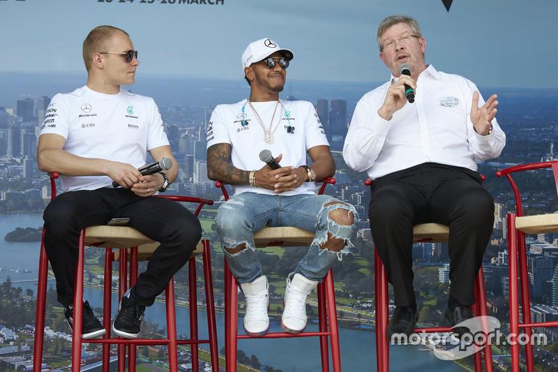 Valtteri Bottas, Mercedes AMG, Lewis Hamilton, Mercedes AMG, y Ross Brawn