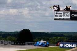 Scott Dixon, Chip Ganassi Racing Honda takes the win