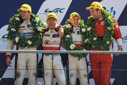 LMP2 podium: derde David Cheng, Alex Brundle, Tristan Gommendy, DC Racing
