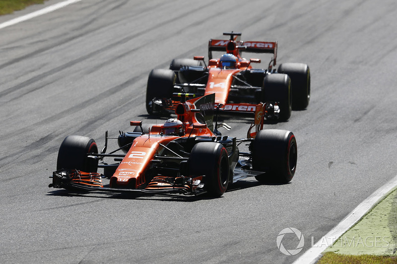 Alonso is informed of Palmer's retirement