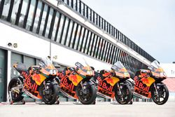 Les motos de Miguel Oliveira, Red Bull KTM Ajo, Brad Binder, Red Bull KTM Ajo and Moto3