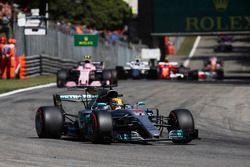 Lewis Hamilton, Mercedes AMG F1 W08, Esteban Ocon, Sahara Force India F1 VJM10, Lance Stroll, Williams FW40, au départ