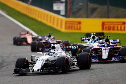 Фелипе Масса, Williams FW40, Карлос Сайнс-мл., Scuderia Toro Rosso STR12, и Лэнс Стролл, Williams FW