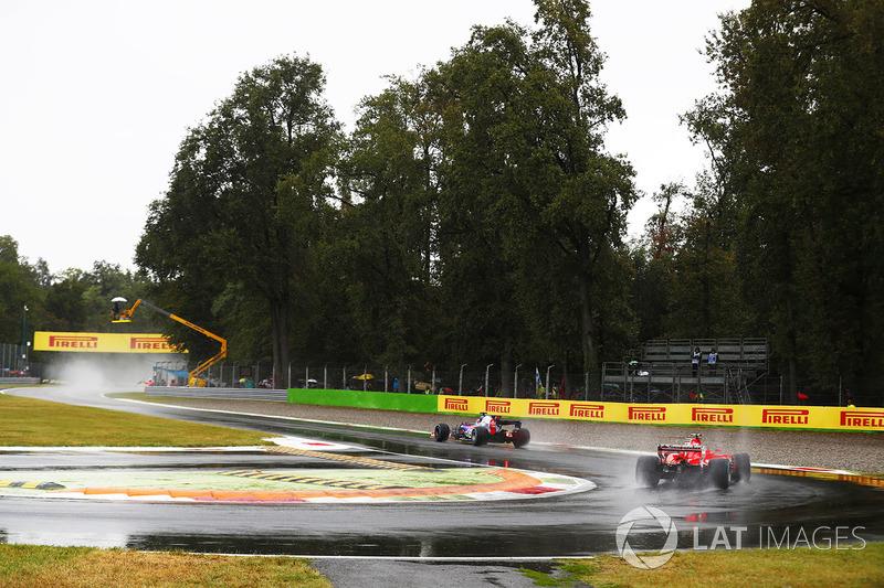 Daniil Kvyat, Scuderia Toro Rosso STR12, Kimi Raikkonen, Ferrari SF70H