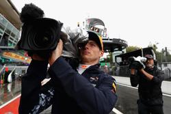 Max Verstappen la hace de camarógrafo durante la clasificación