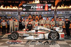 Le vainqueur Will Power, Team Penske Chevrolet, sur la Victory Lane