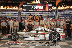 Winner Will Power, Team Penske Team Penske Chevrolet celebrates in Victory Lane