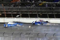 Crash: Scott Dixon, Chip Ganassi Racing Honda, Takuma Sato, Andretti Autosport Honda
