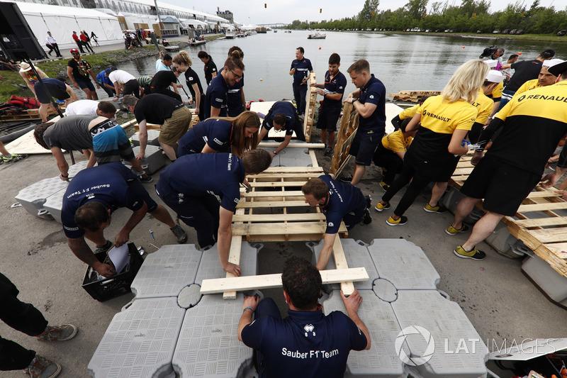 Команда Sauber строит свой плот для гонки