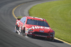 Clint Bowyer, Stewart-Haas Racing Ford shows damage