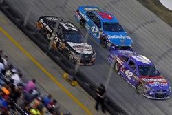 Kайл Ларсон, Chip Ganassi Racing Chevrolet, Эрик Алмирола, Richard Petty Motorsports Ford и Коул Уай